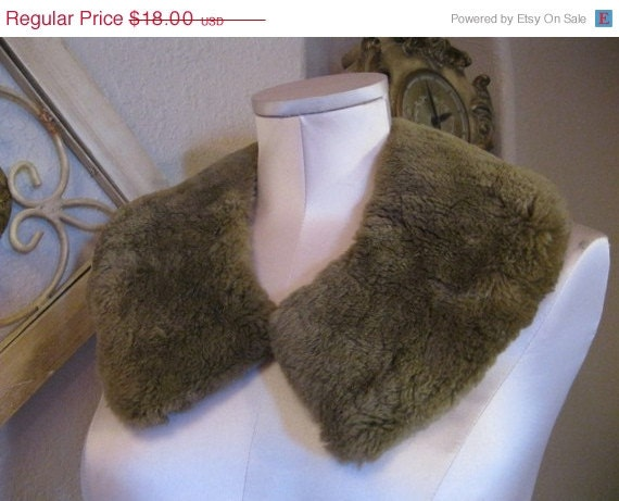 ON SALE Vintage Faux Fur Collar in Taupe