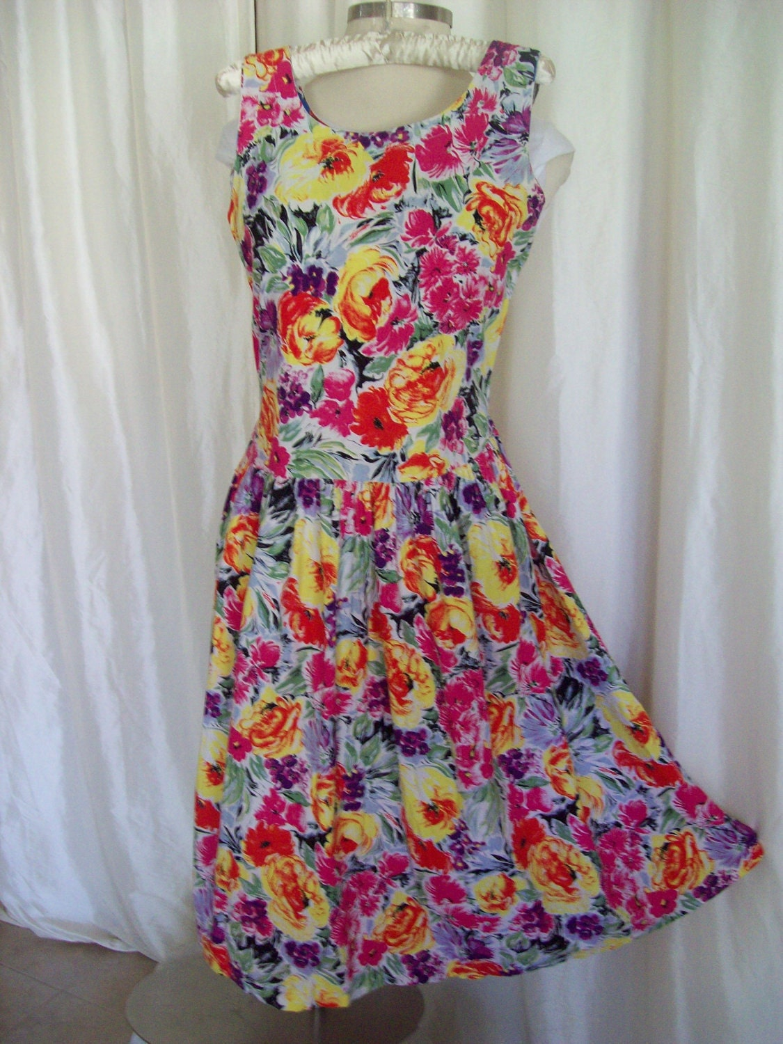 Vintage sundress 70s garden flowers cotton