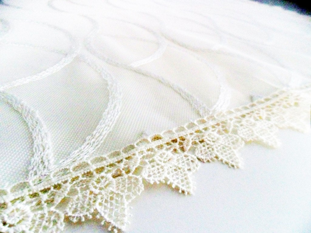 cream table cloth-decorative-livingroom-side table- ivory cream  lace elegant chic- spring summer home gift,house textile,tableware