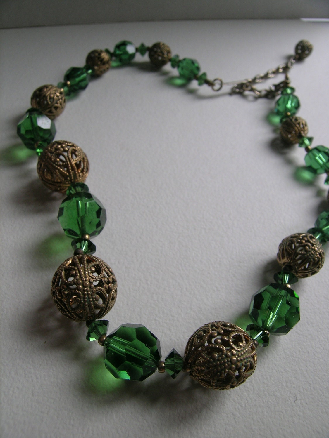 Emerald Crystal filigree beaded necklace                      VJSE - art4u2buy