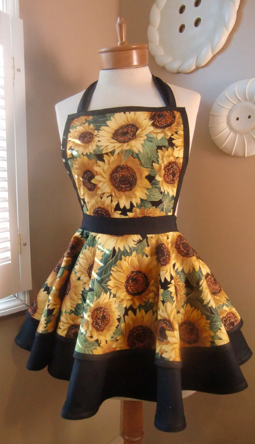 Sunflower Print Womans Retro Apron With Tiered Skirt and Bib