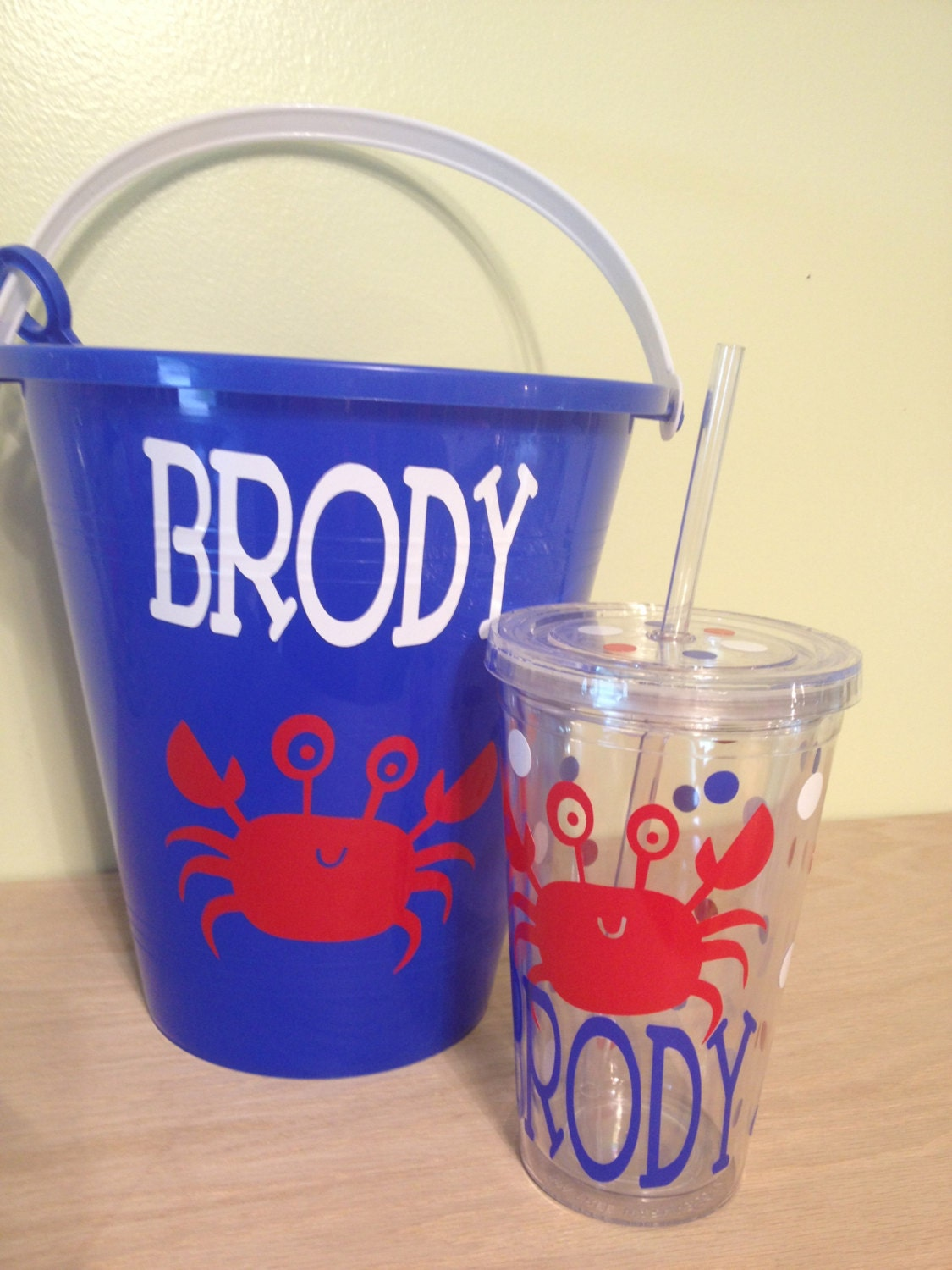 Do you need a ring bearer or flower girl gift idea? Definitely check out these cute personalized buckets that www.abrideonabudget.com wrote about.