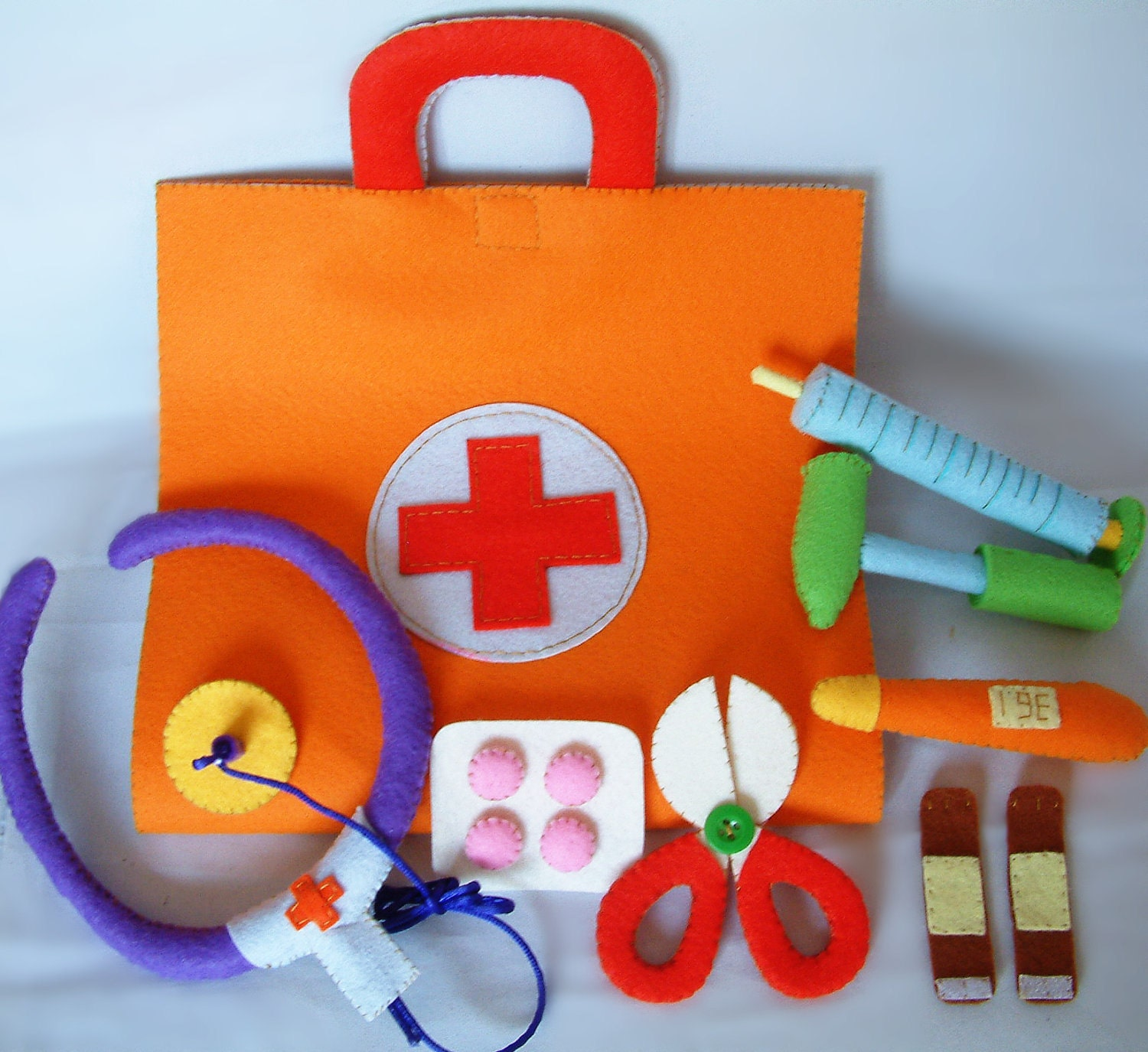 Newdiy felt medical bag doctor setpdf pattern via by for Doctor crafts for toddlers