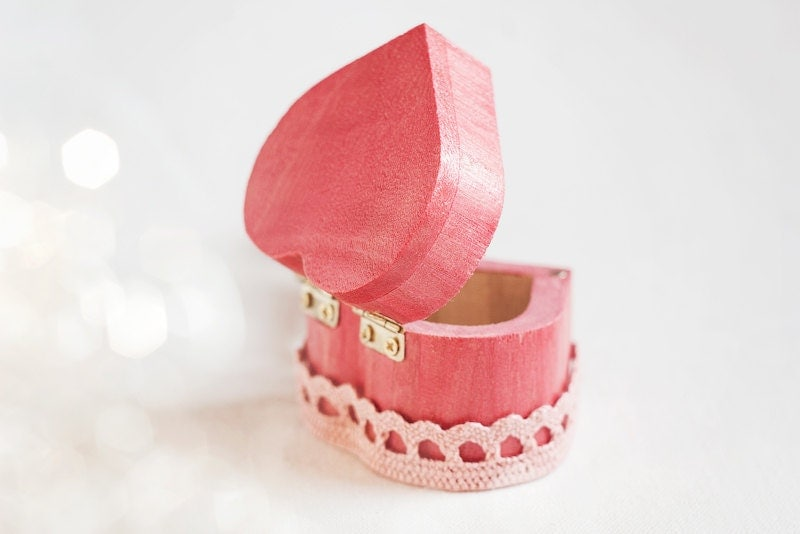 "Rustic style wedding and engagement ring box ""Vintage Pink Heart"" with a pink lace trim - Wedding box, wooden box, gift, engagement - MissVintageWedding"