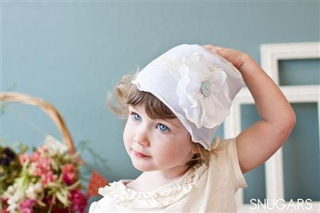 Шикарный цветок в белый с кружевом-сладкий шляпу ребенка Snugar