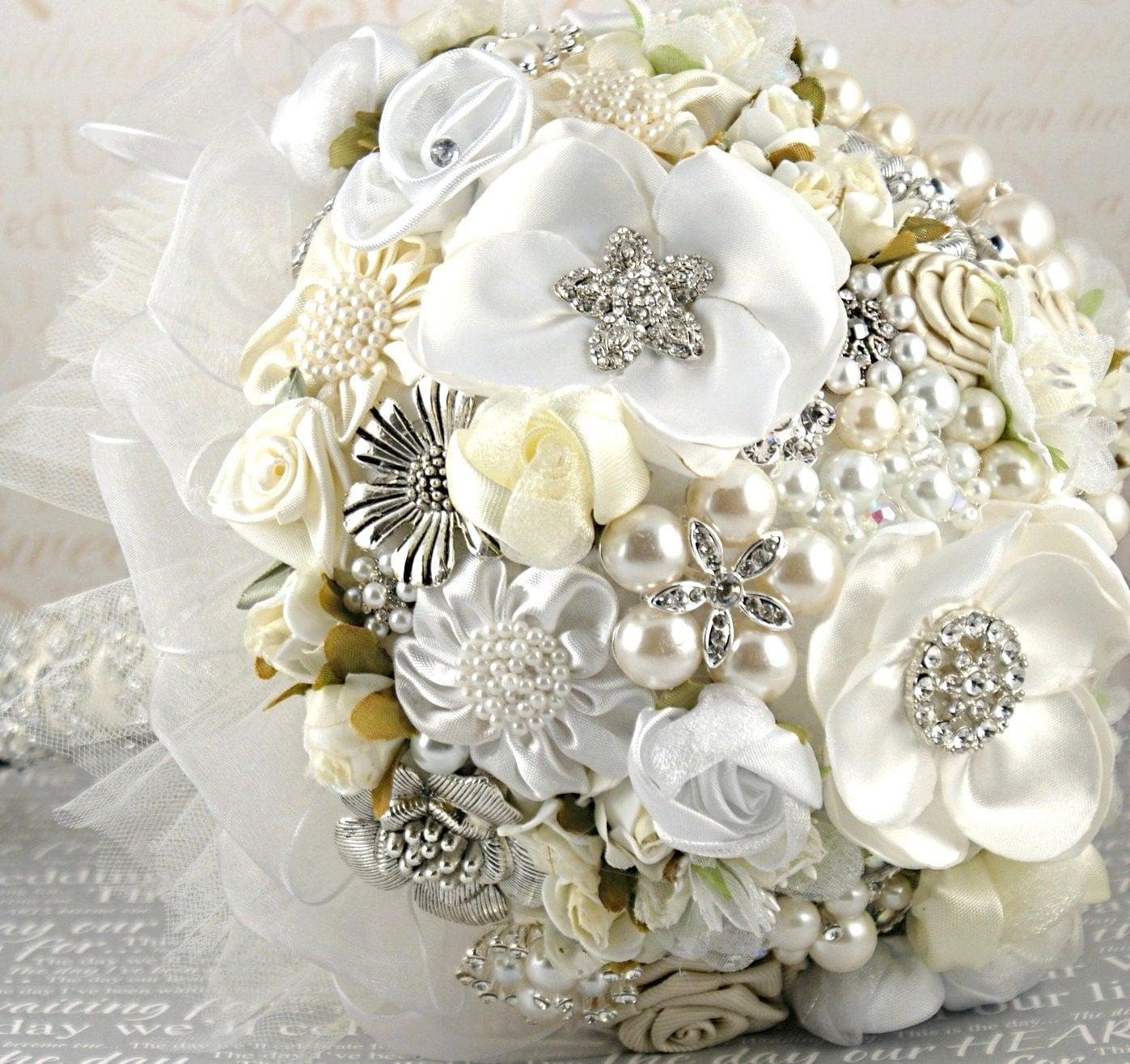 Брошь букет свадебный букет Свадебный букет ретро-вдохновили в белый, кремовый, слоновой кости и серебра Келли