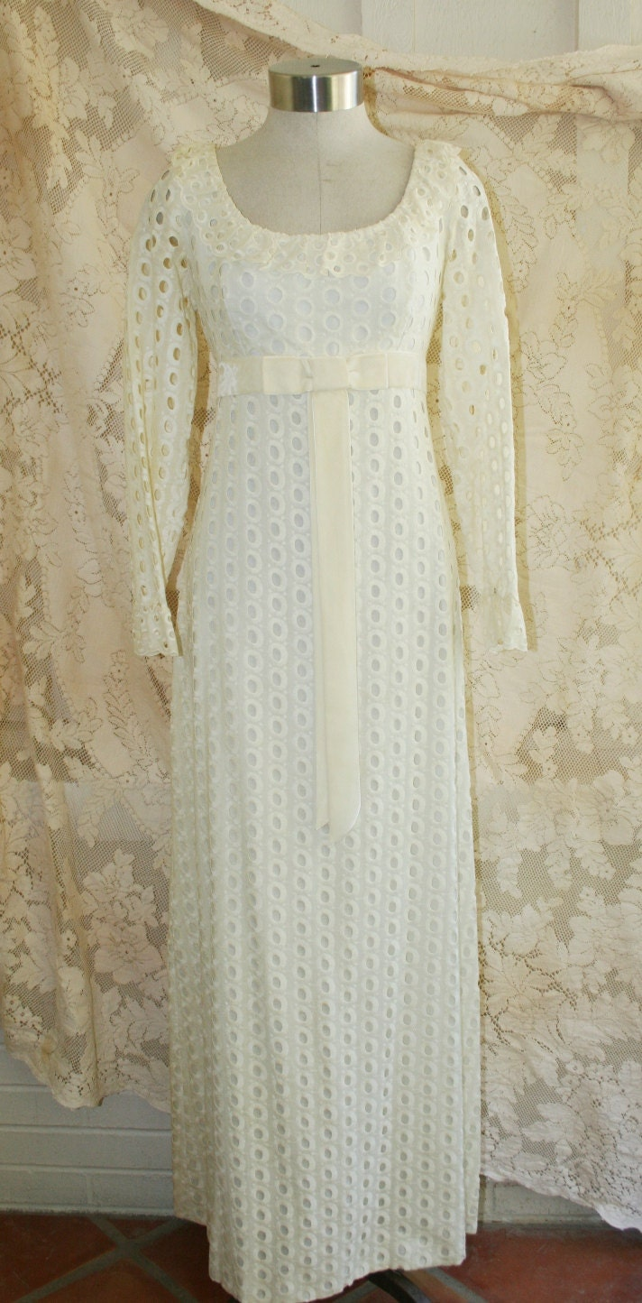Oh Heavenly Day - Circa 60's - Cream Colored Eyelet - Mod - Hippie Bride - Wedding Dress