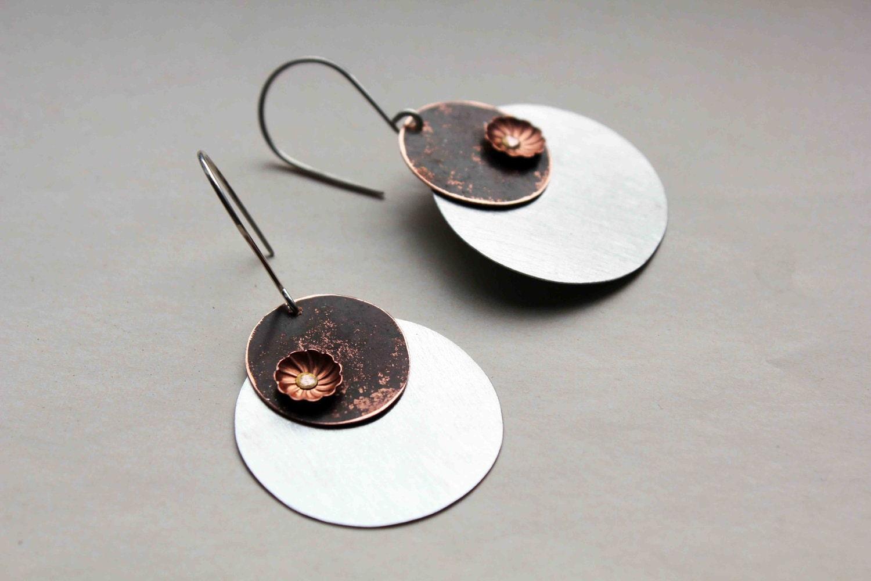 Nenuphars boucles d'oreille - métal forme de goutte - cuivre patiné et aluminium brossé