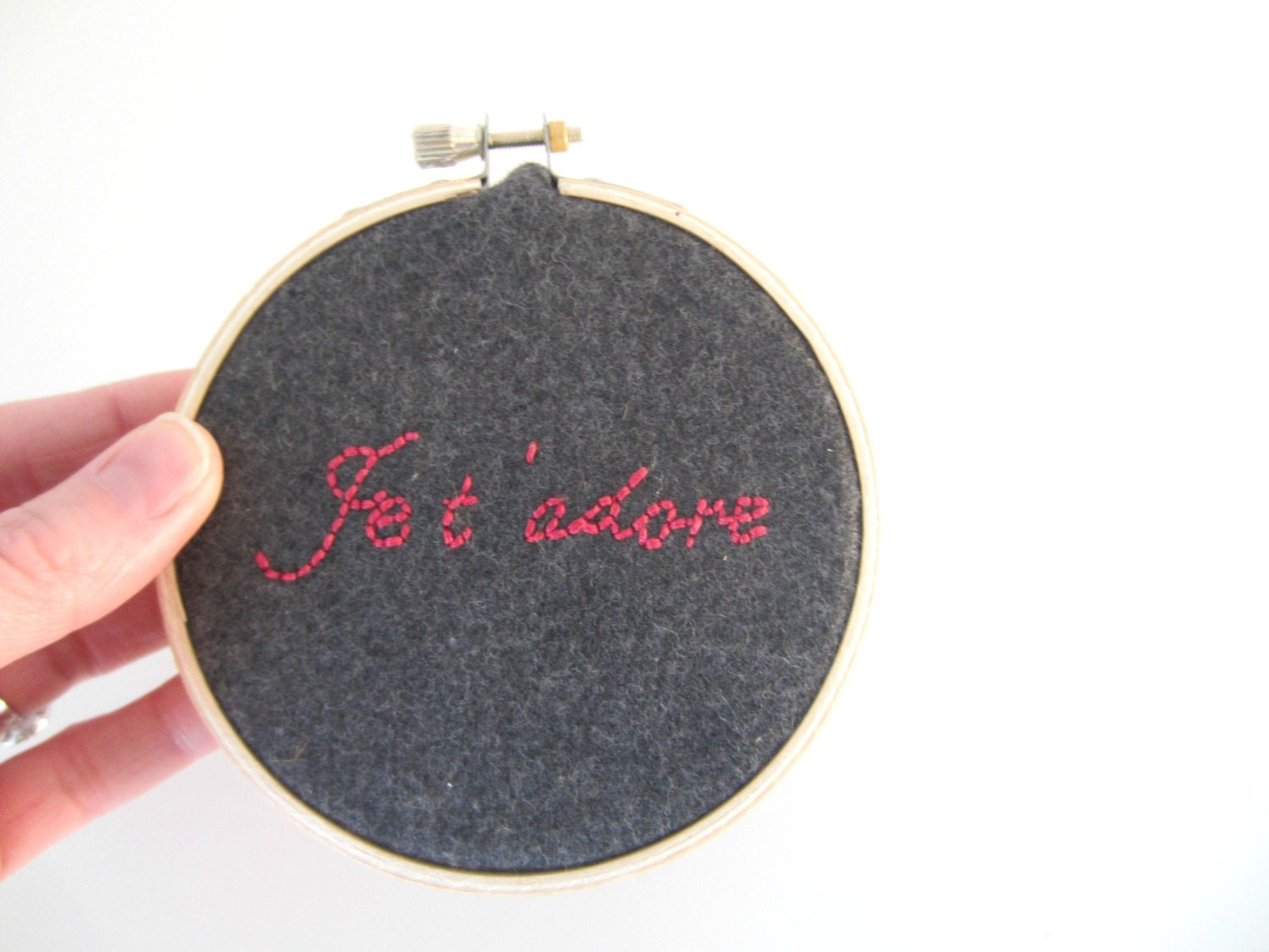 Embroidered Hoop Art Charcoal Pink - Je t'adore - I adore you - ittybittybag