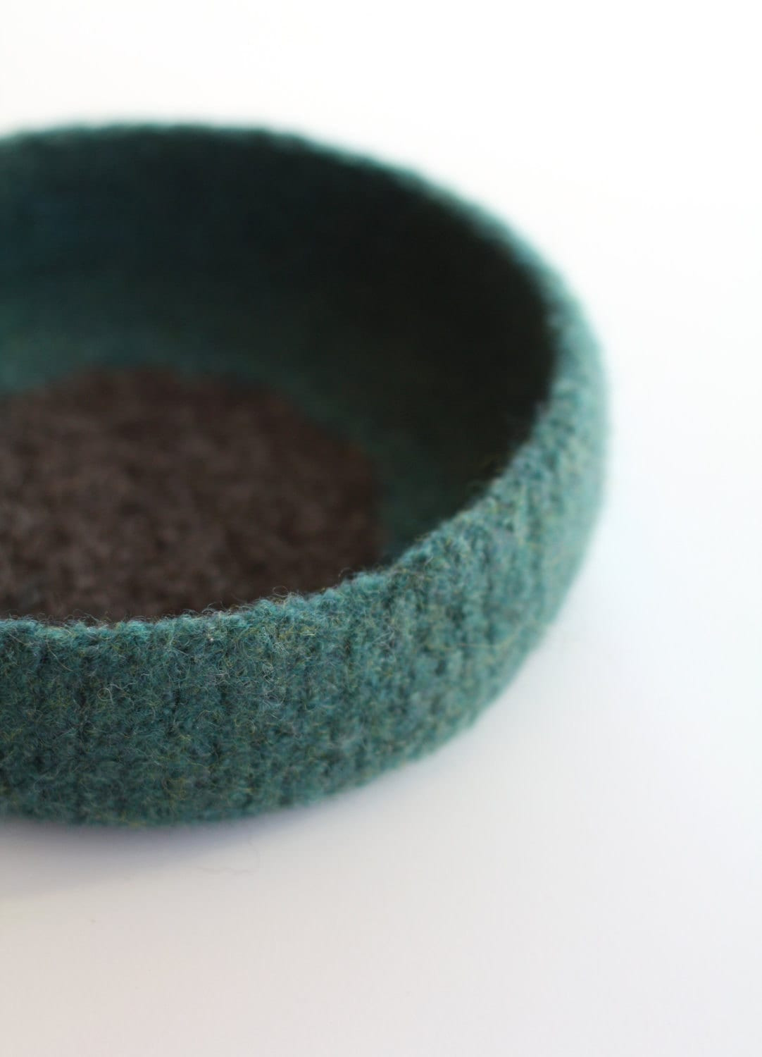 Turquoise green felted bowl - delica