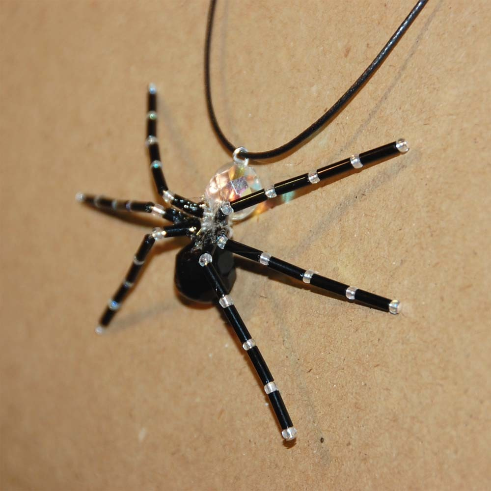 Scary pider pendant