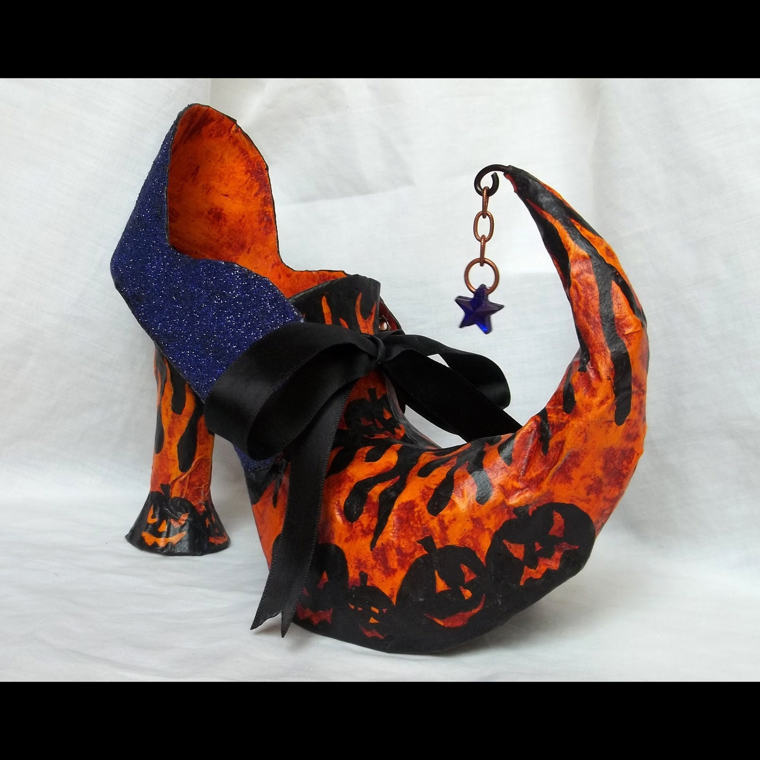 PUMPKIN PUMP - Retro OOAK Paper Mache Witch Shoe Container for Halloween - mieljolie