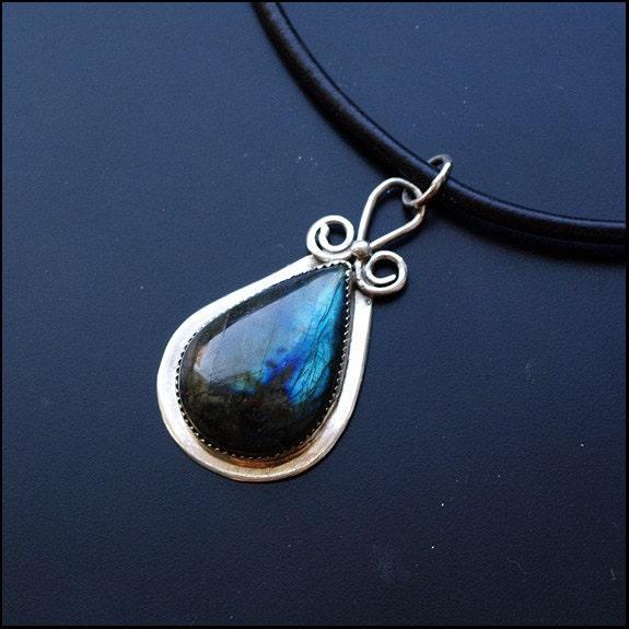 Storm drop - Sterling silver pendant with labradorite - Plysperk
