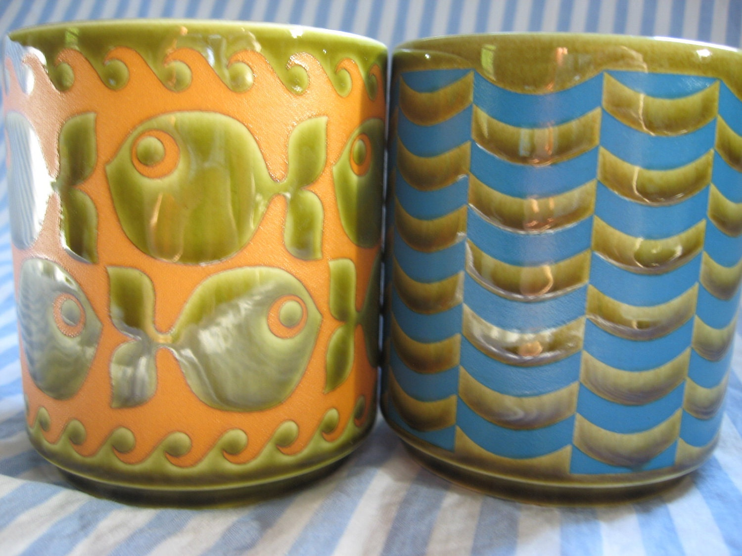 Vintage Pair of John CLAPPiSON1960s HORNSEA Coffee Mugs FISH and WAVES on green - almasvintage