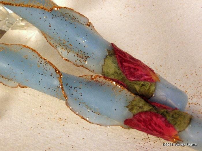 Блеск Роуз сужается - Праздничные свечи, домашний декор, подарки, Свадьба - Чистый пчелиный воск, золото края, лепестки роз - Уникальные свечи от Марси Лесная