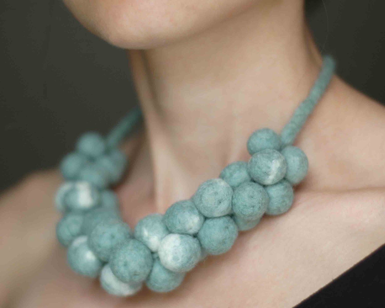 Felt beaded necklace in mint green - Feltik