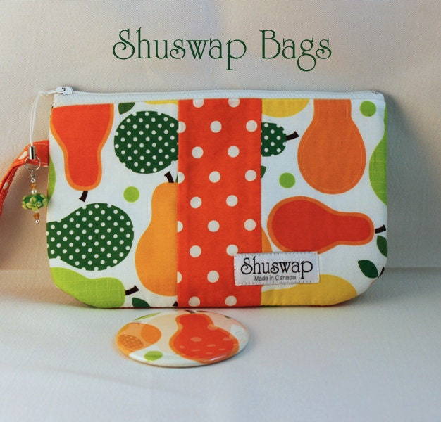 Shuswap Bags Pears and Polkadots Wristlet and Mirror Set