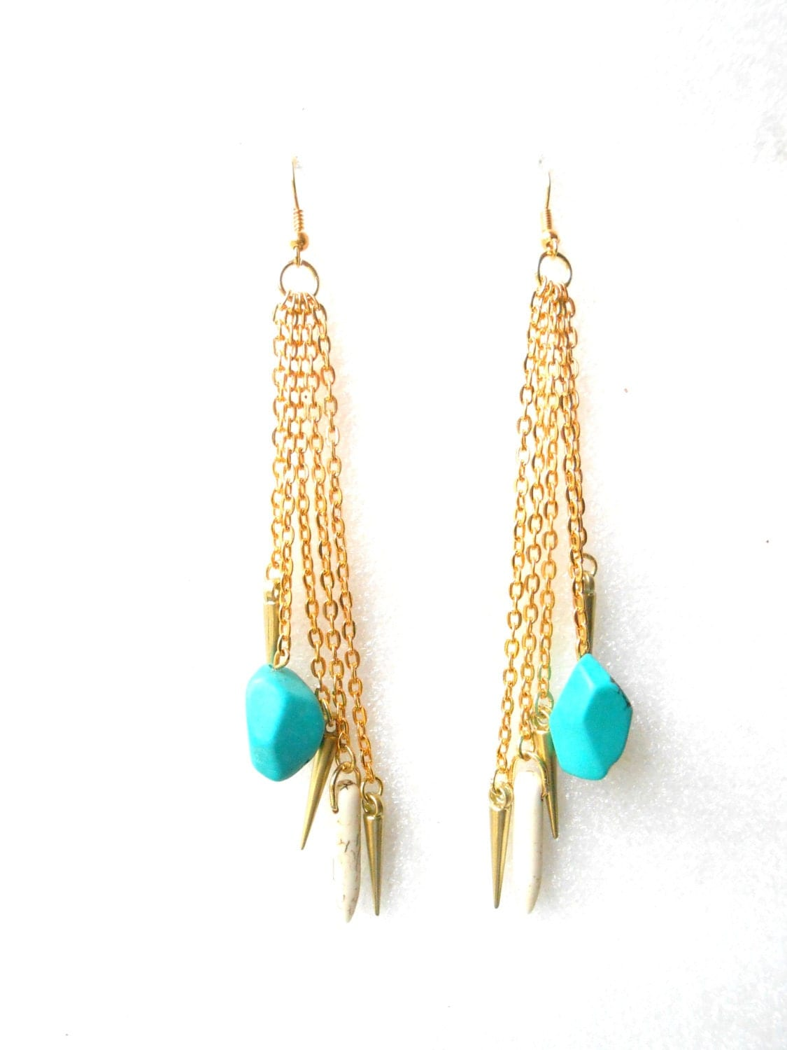 Boucles d'oreille multi chaines, spikes, et turquoise