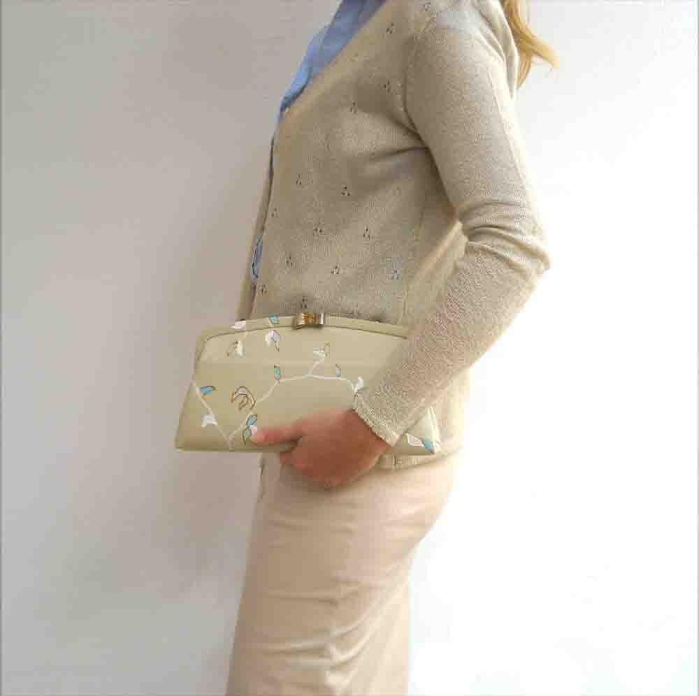 1960s handpainted vintage beige clutch cream purse - Lunica