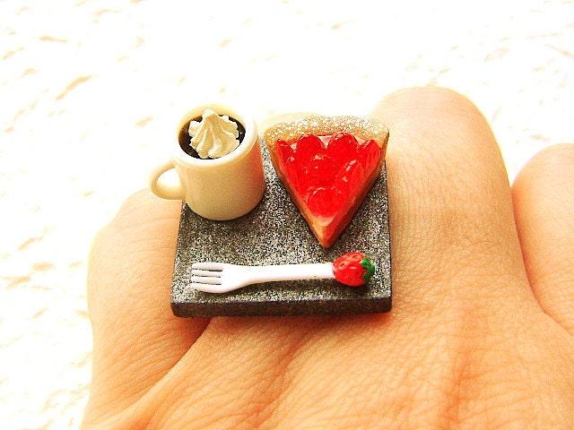 Кофе продовольственной кольцо Kawaii пирог Клубничный