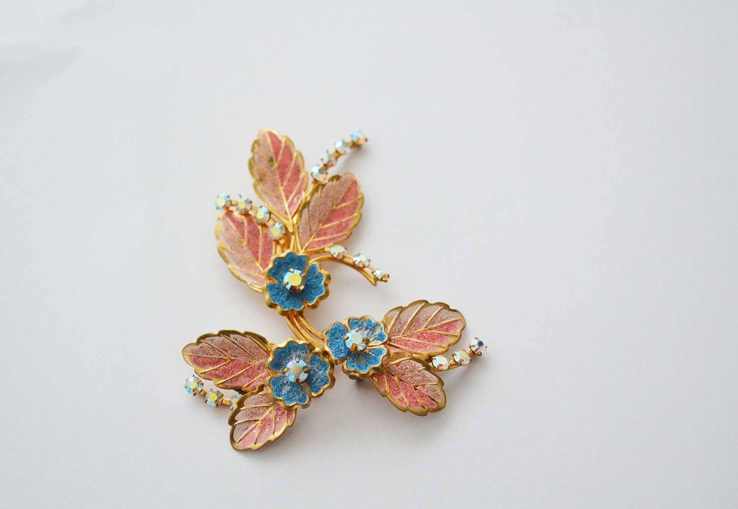 vintage brooch earrings- demi parrure- pink blue - zaama