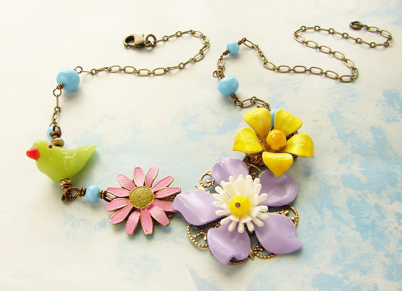 Vintage Yellow Buttercup pink Daisy Green Bird lavender floral necklace, Vintage Pastel flower Brooch Spring Easter Sunday necklace