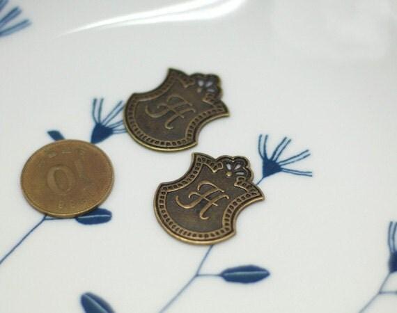 Vintage style Decorative Crest H Charm