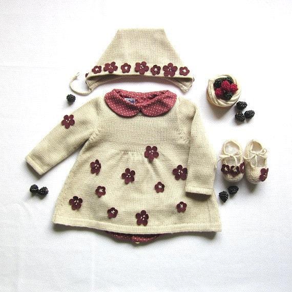 دوست داشتنی بافتنی لباس نوزاد کامل از گل های کوچک