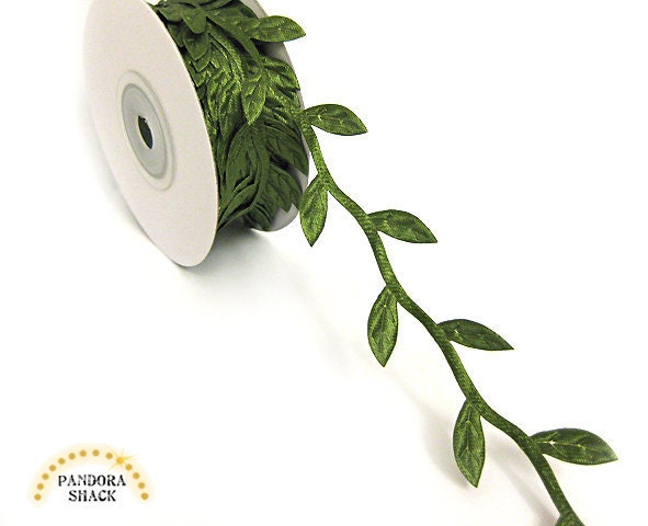 Leaf trim, ribbon garland with leaves in moss green with satin effect. Delicate trim at wholesale price. Spool with 10 yards - pandorashack