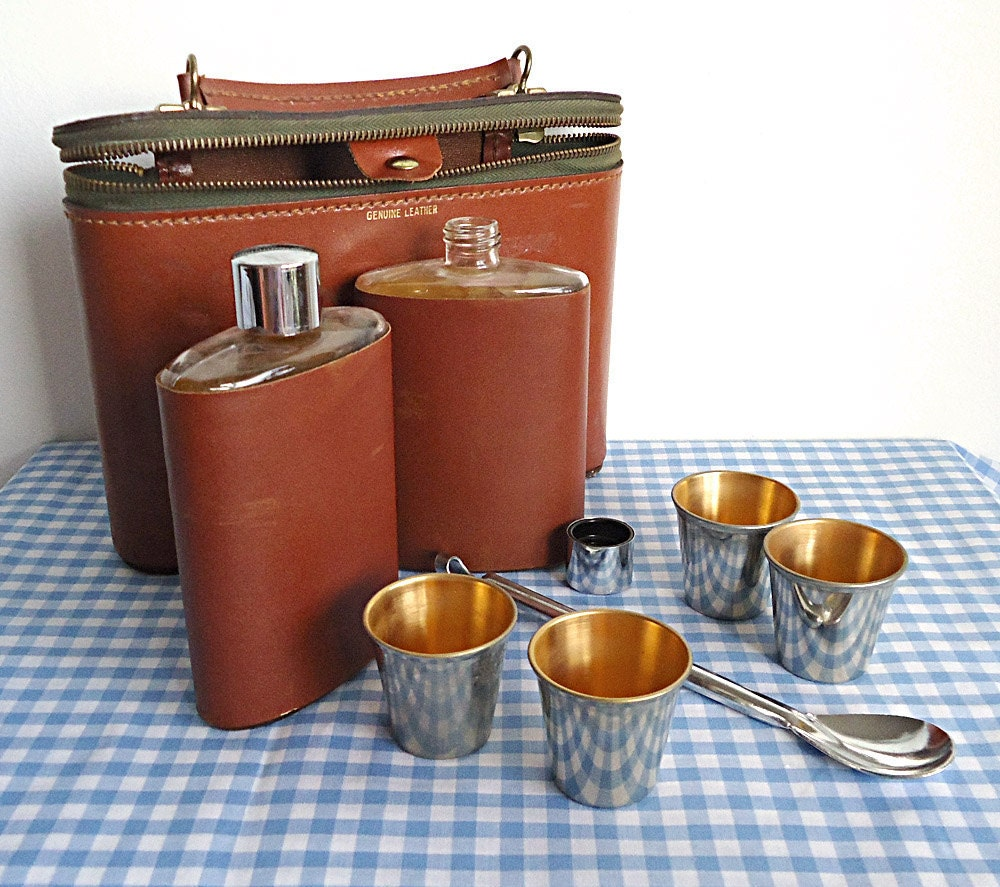 SPLENDOR iN THE GRASS Amazing Mid Century Pocket Mini Bar in Genuine Leather Case
