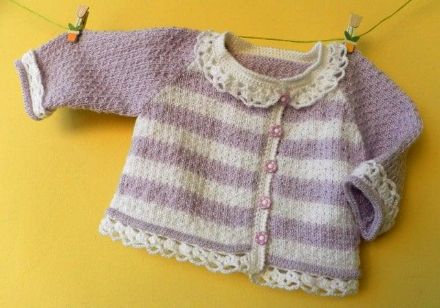 -- دستباف ، نرم و زیبا ژاکت کش باف پشمی کودک در رنگ سفید و بنفش با توری crocheted