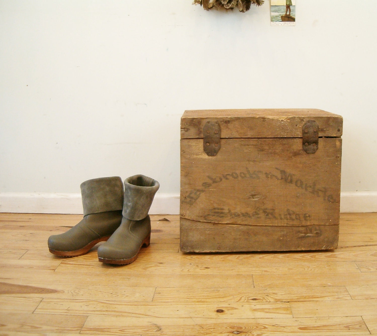 circa 1890 antique crate hand lettered shipping box