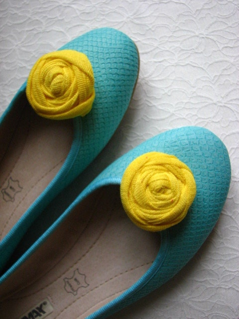 Yellow shoe clips, Flower shoe clips, Yellow shoe pin, Yellow shoe flower, Yellow flower shoe clips, Yellow rosetts shoe clips - AtelierAppasionata