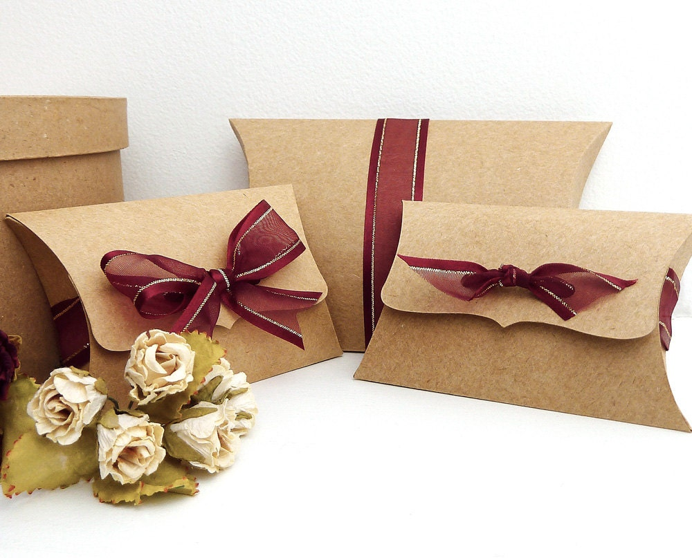 "Pillow Boxes, Medium - 10 gift card holders - jewelry packaging - favor box - holiday gift box, ribbon tie closure - 3.5"" x 2.75"" x 1"""