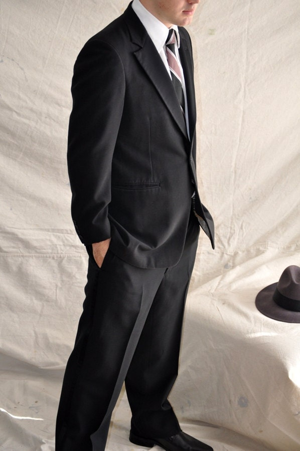 Vintage Men's Tuxedo. Vintage Bill Blass Tuxedo 40R. 1970's  Black Suit