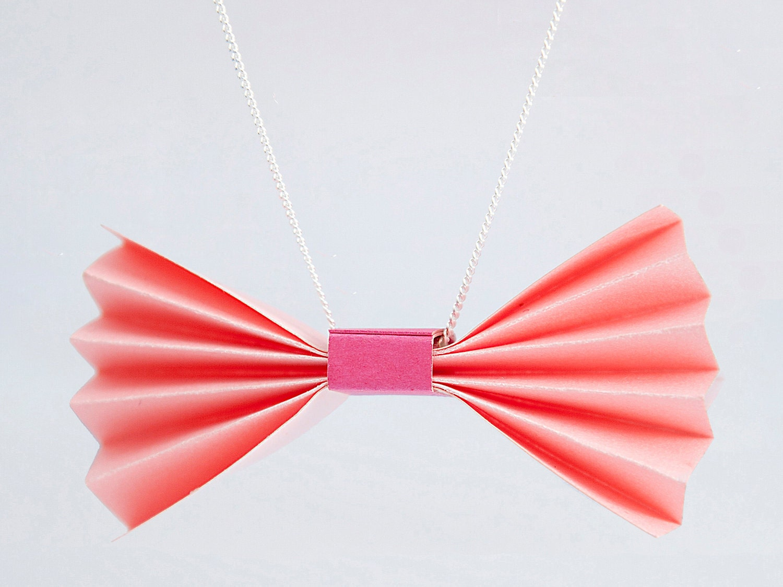 """Collier """"nœud rose pétale"""" origami / papier vitrifié"""