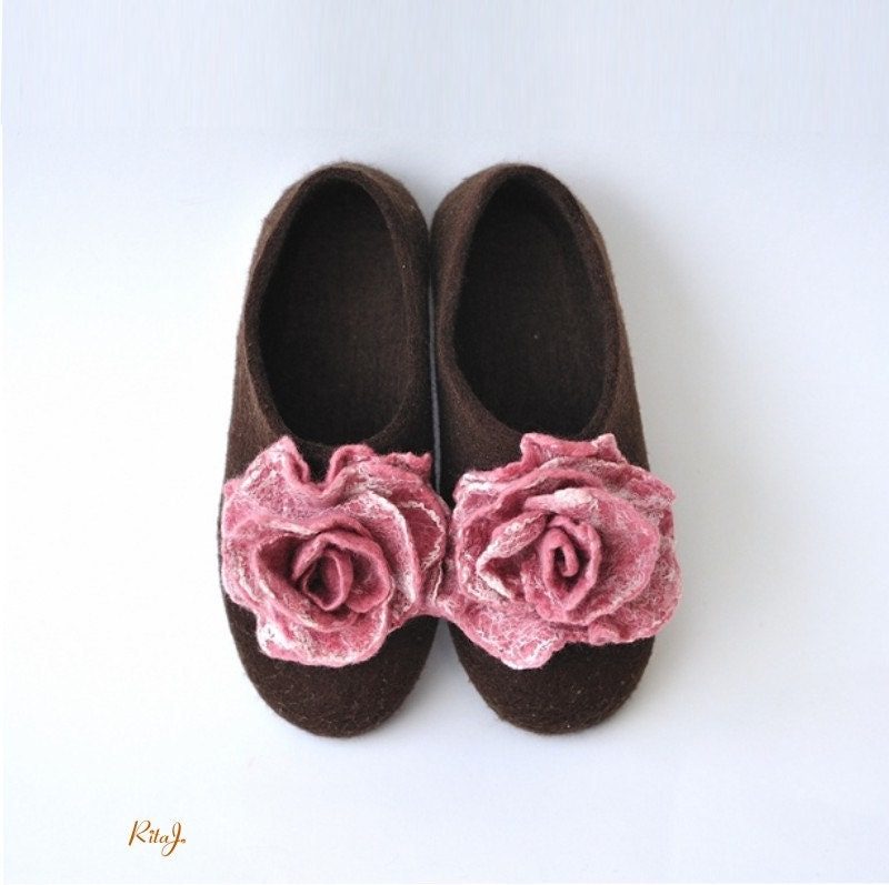 Felted slippers from softest merino wool with pair felted roses brooches - RitaJFelt