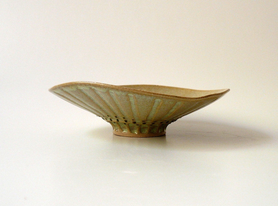 Little Seashell Bowl - CrowWhitePottery