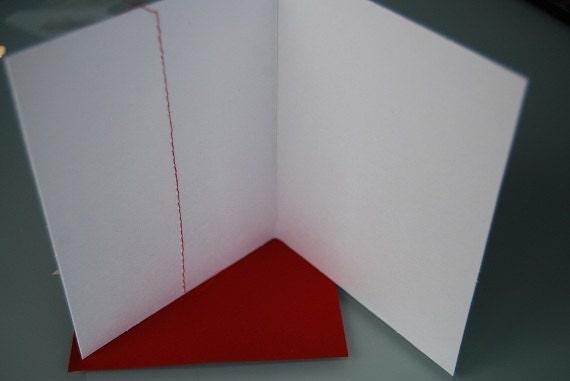 Рождественская открытка - ручной работы из старинных нот, отмечают праздники.