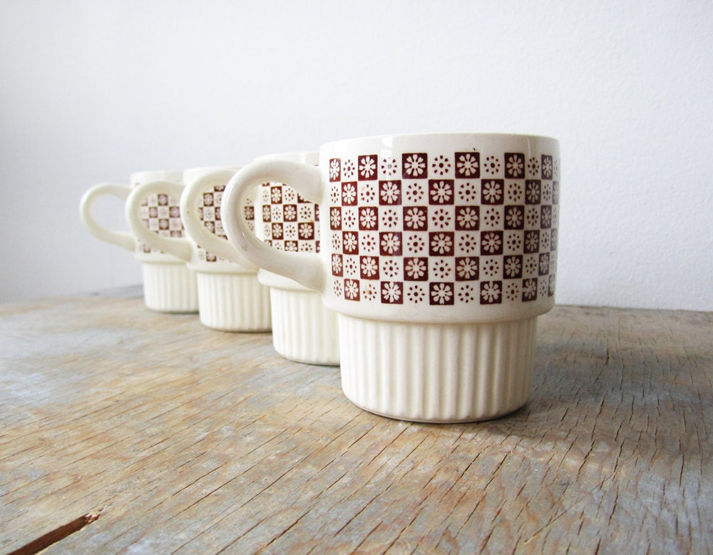vintage 70s mugs floral checkerboard ceramic set of 4