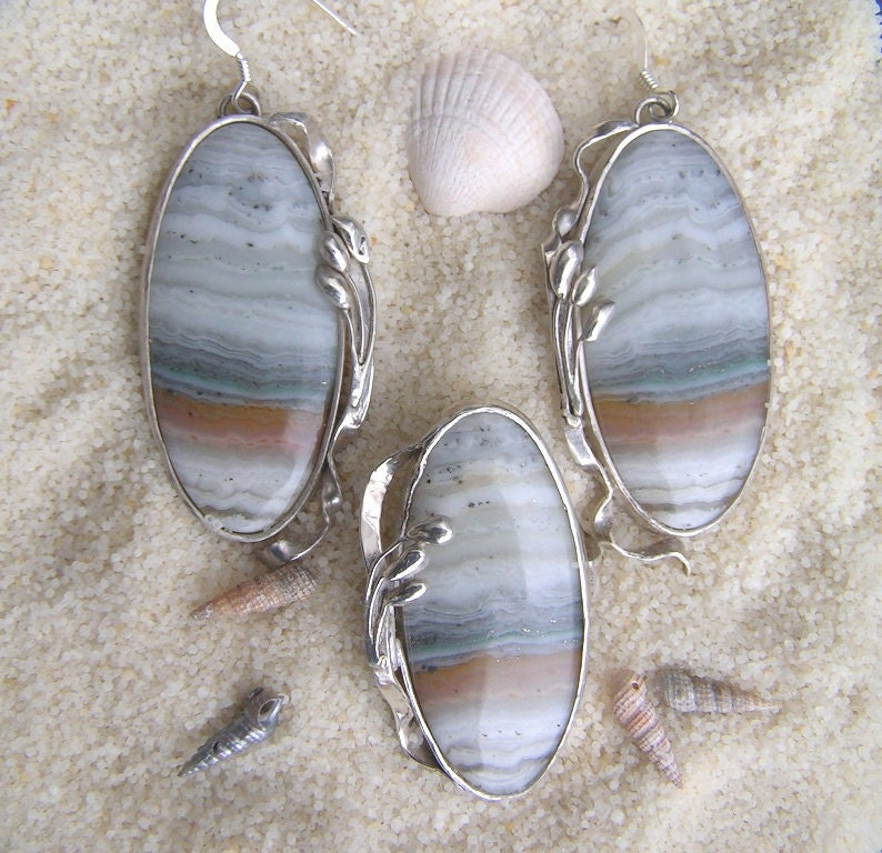 "Handmade jewelry set: sterling silver ring and earrings with natural grey and blue agate gemstone, Art Nouveau style, ""The Dunes"" - zilvera"