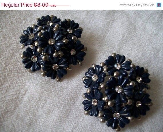 Christmas In July Sale Vintage Earrings,  Clip On Earrings, Flower Earrings