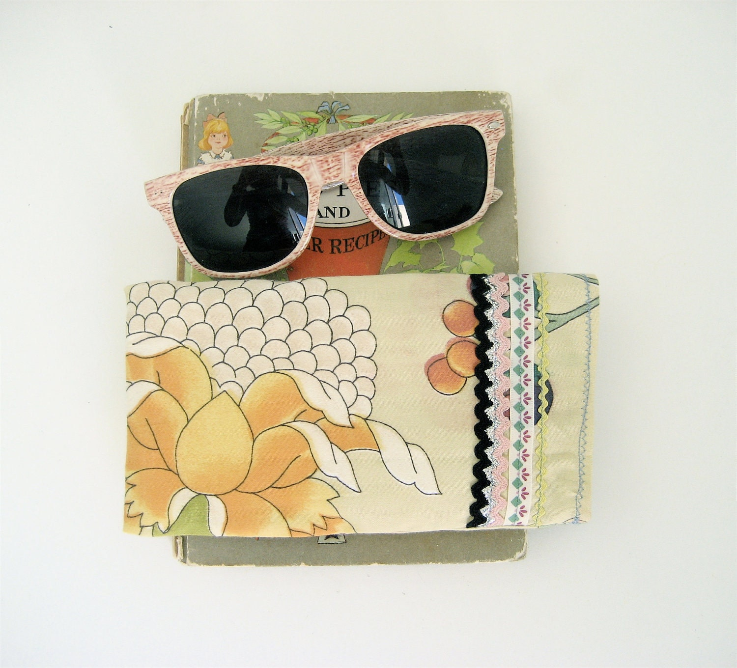 Pale Green Floral Glasses Case, Soft Case for Sunglasses or Reading Glasses