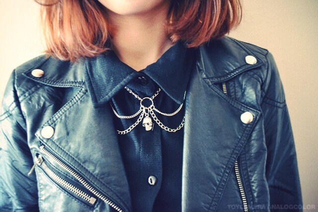Peter Pan Skull Chain Collar Bib