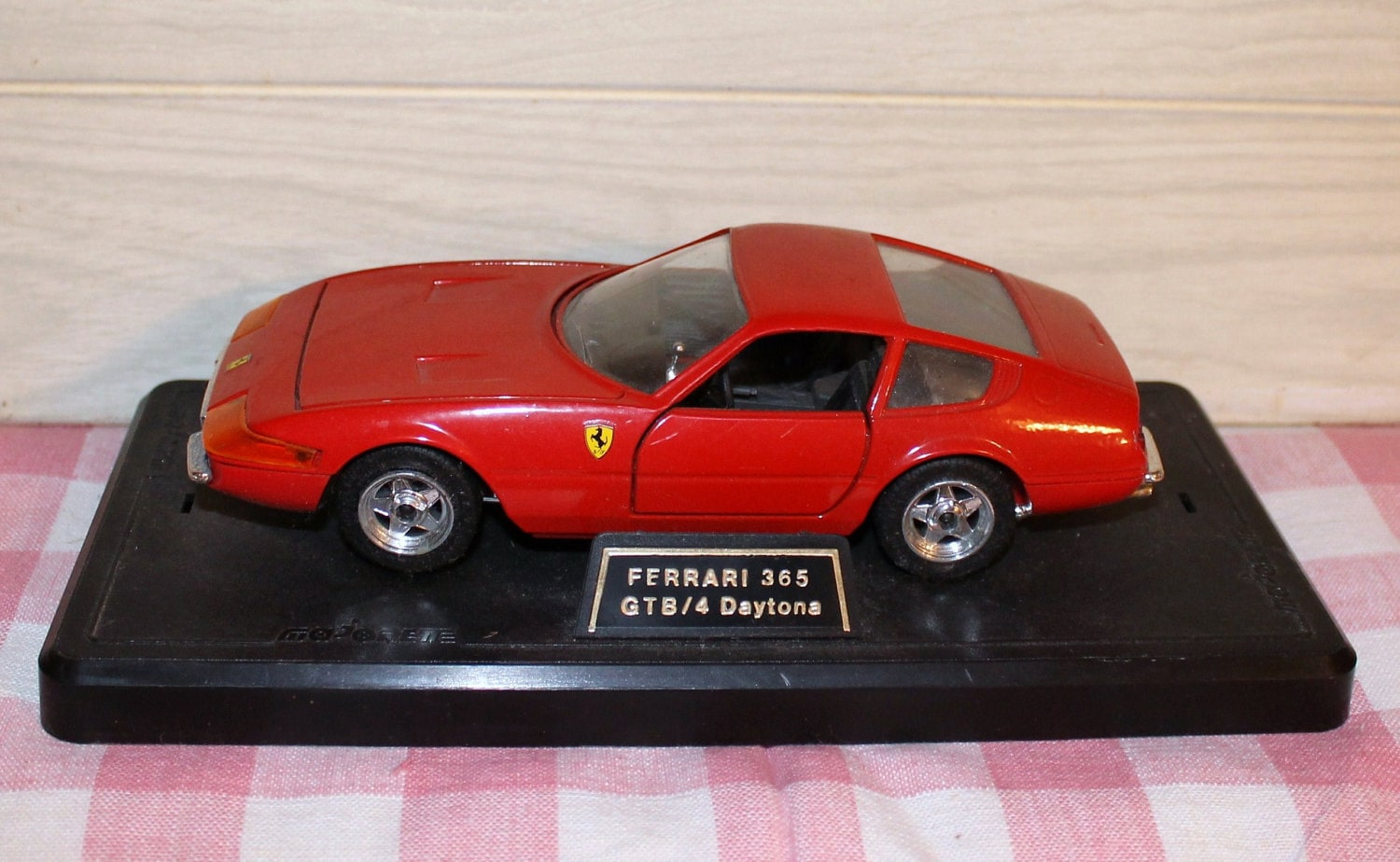 Majorette 1968 Ferrari 365 GTB/4 Daytona DieCast Car - Red 1/24 Scale ...