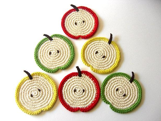 Coasters Slice maçã Verde Vermelho Amarelo.  Beber bebidas folhas saudáveis Vegan Decor coleção Fruit Crochet - Conjunto de 6