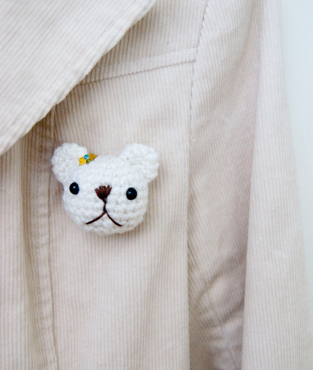 Crocheted brooch, bear amigurumi, soft toy - white
