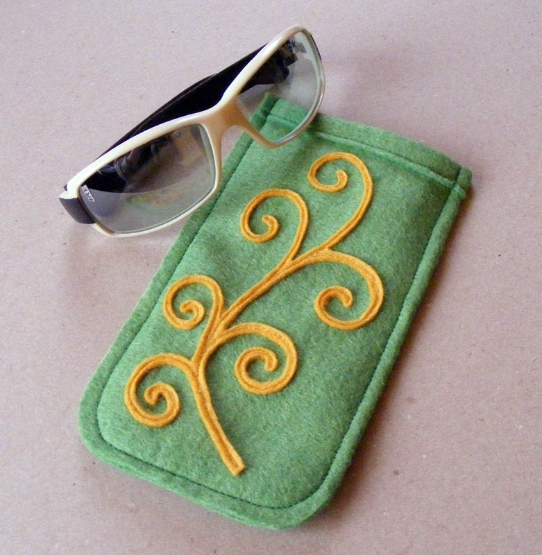 Eyeglass case tendril wool felt green yellow OOak - LenteJulcsi