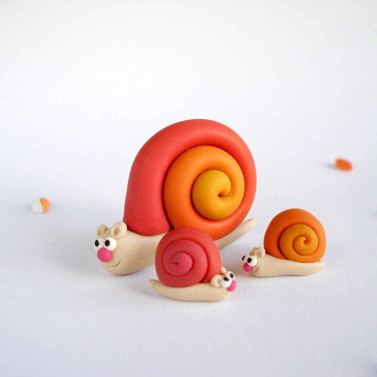 Tropical Snail Brooch and Earrings Set, Summer jewelry hand sculpted in polymer clay - Thelittlecreatures