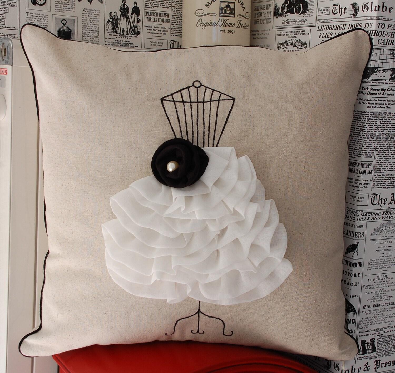 Черный цвет платья форма подушки крышки